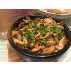 香菇滑雞煲仔飯(雞腿肉)